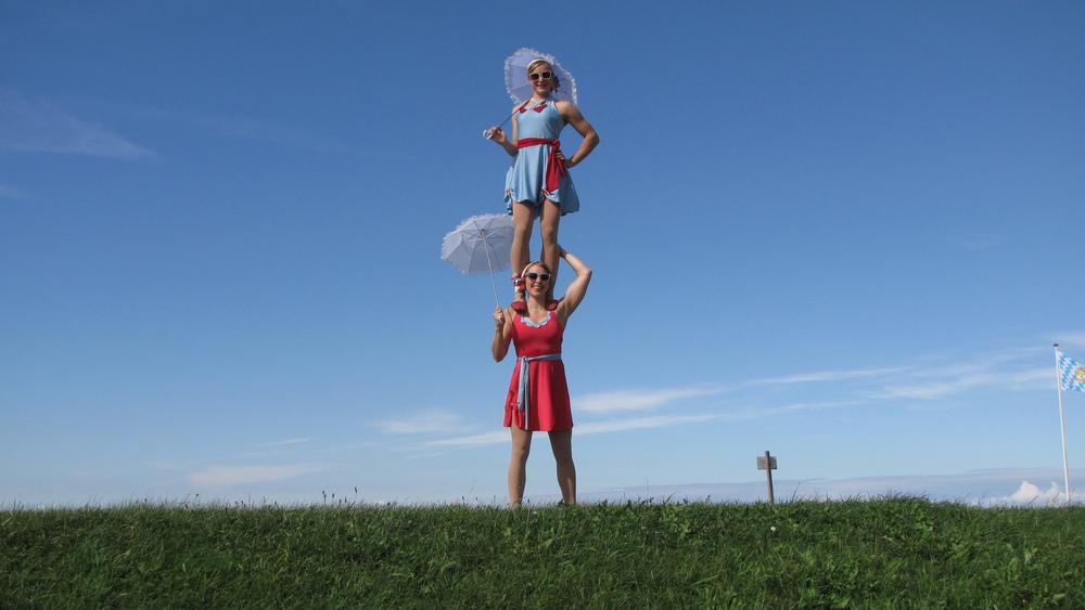Lilli and Sara, acrobatic performances