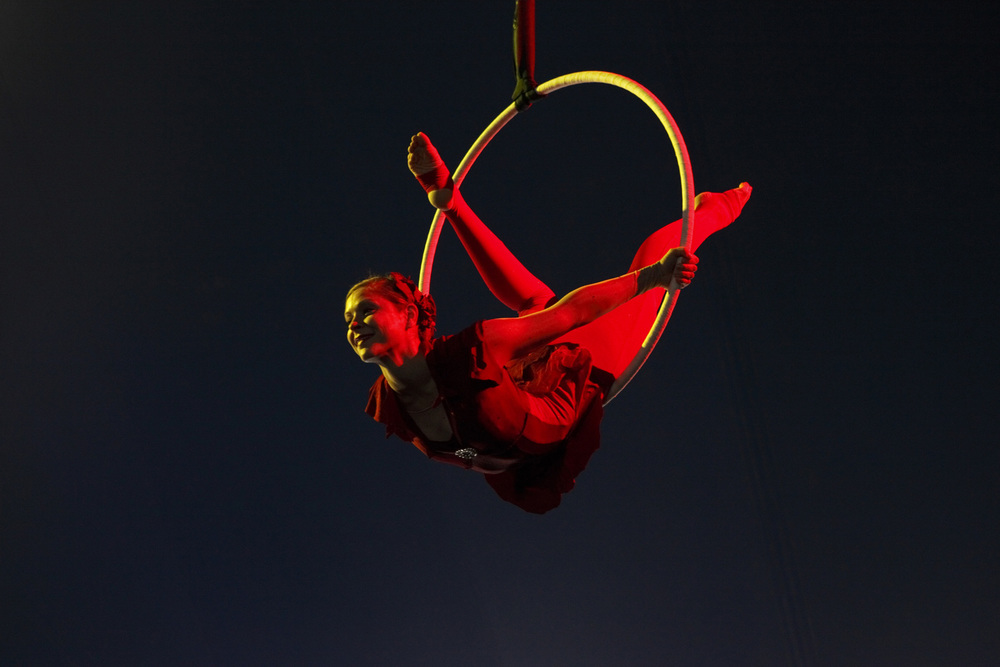 Lilli_Muehleisen_Aerial_Hoop_Red.jpeg