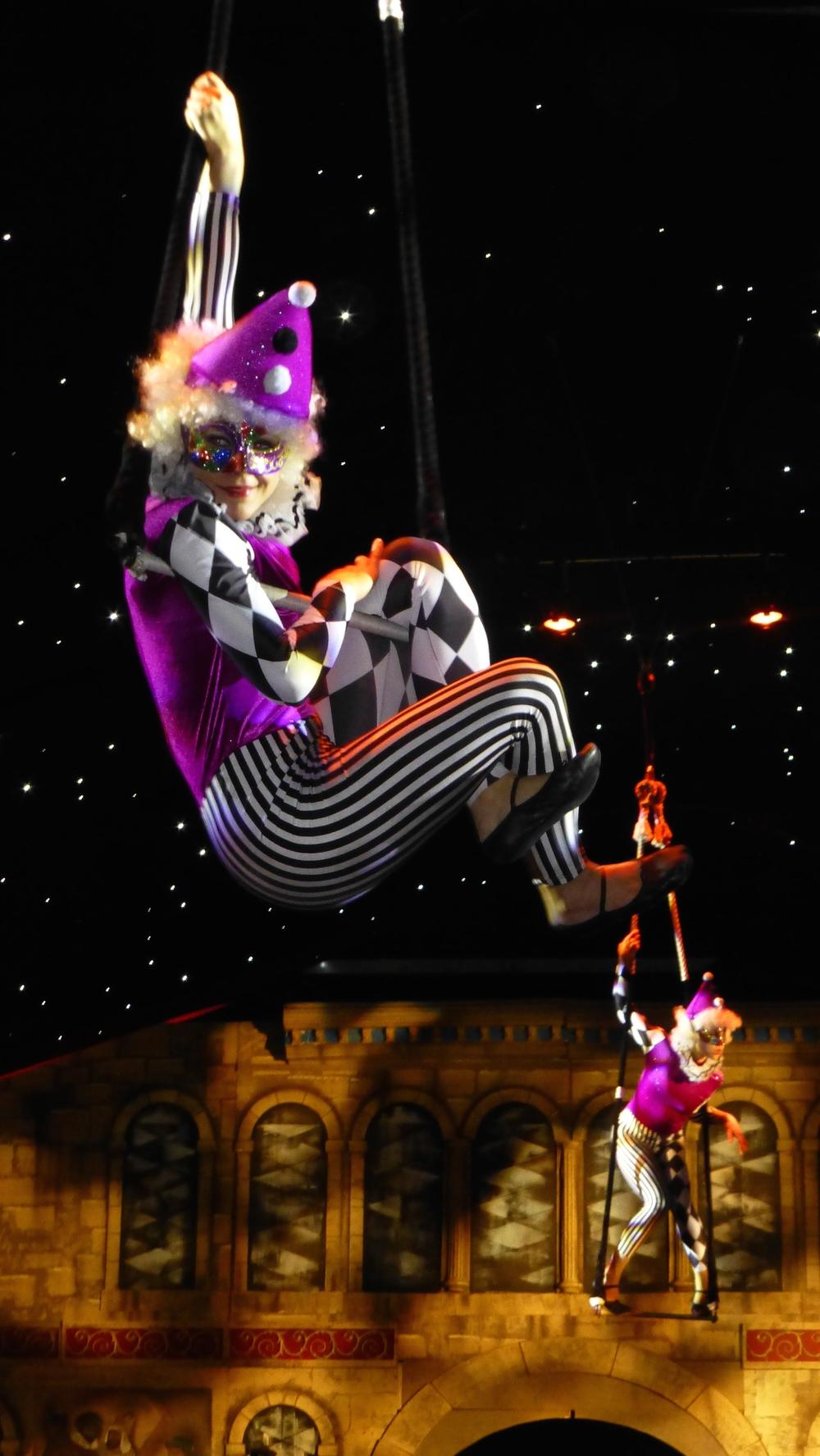 Aerial trapeze christmas show