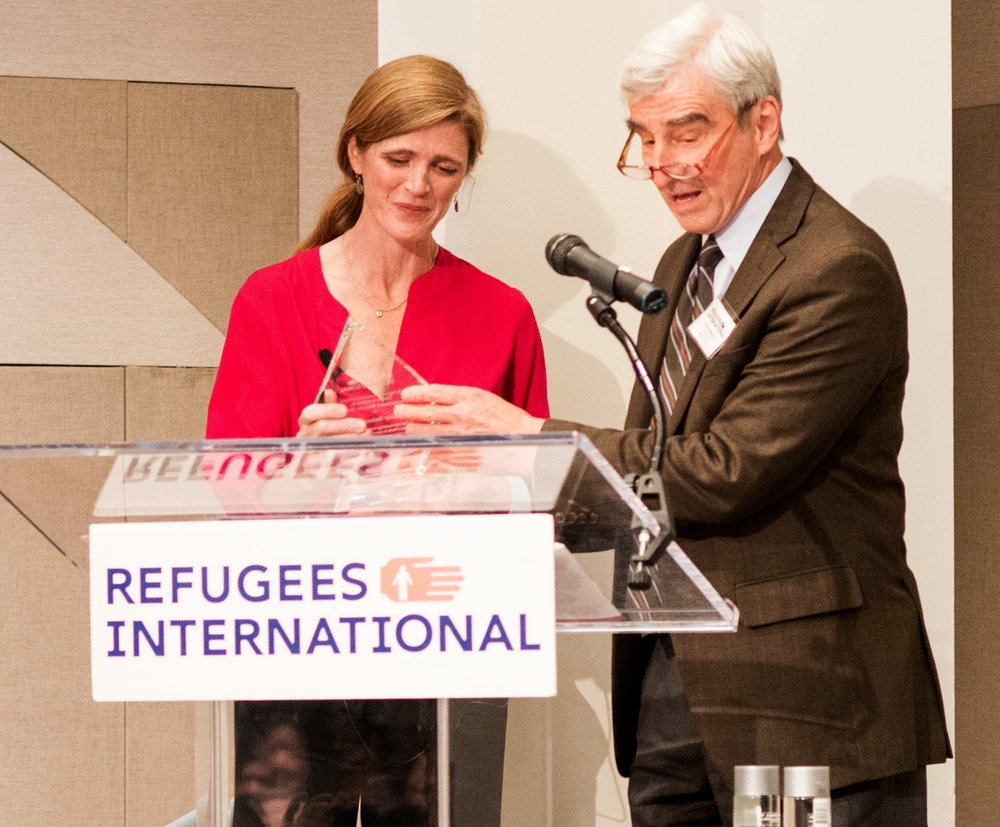 Board Member Emeritus Sam Waterston presents the 2017 Exceptional Service Award to Ambassador Samantha Power.