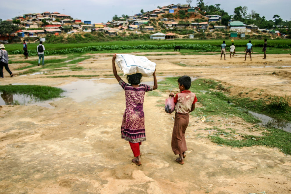 Rohingya children in Bangladesh carrying food aid.