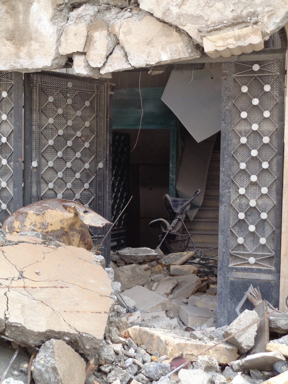 Destroyed residential building in Raqqa.
