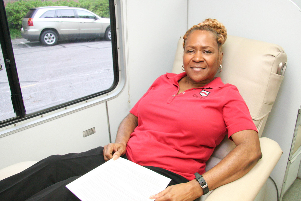 Jonelle Middlebrook participates in a Paragon blood drive.
