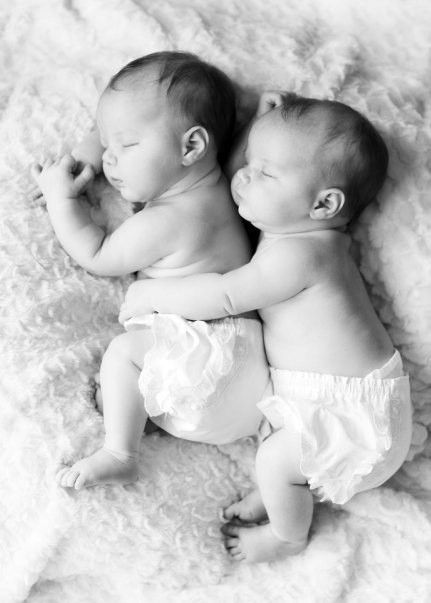 adorable-babies-black-and-white-cute-twins-Favim.com-418363_large.jpg