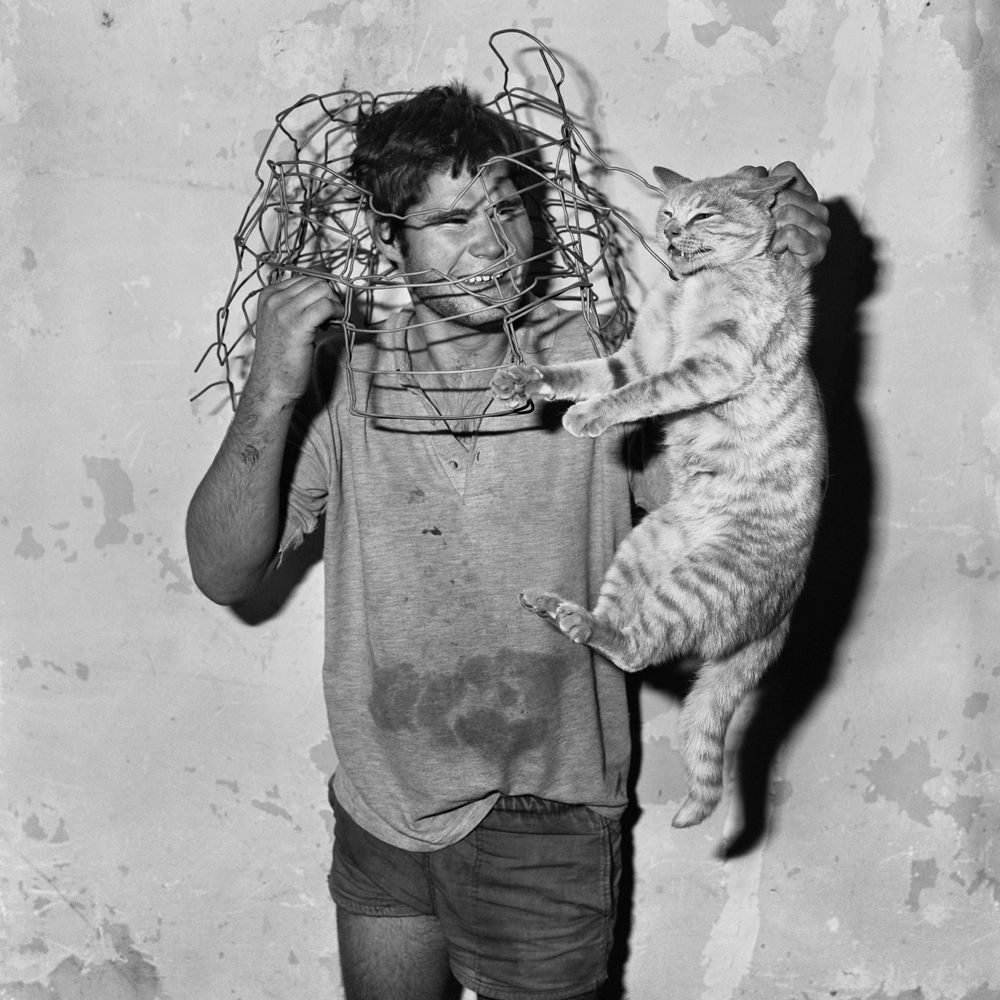 01Roger_Ballen_Cat_catcher_1998.jpg