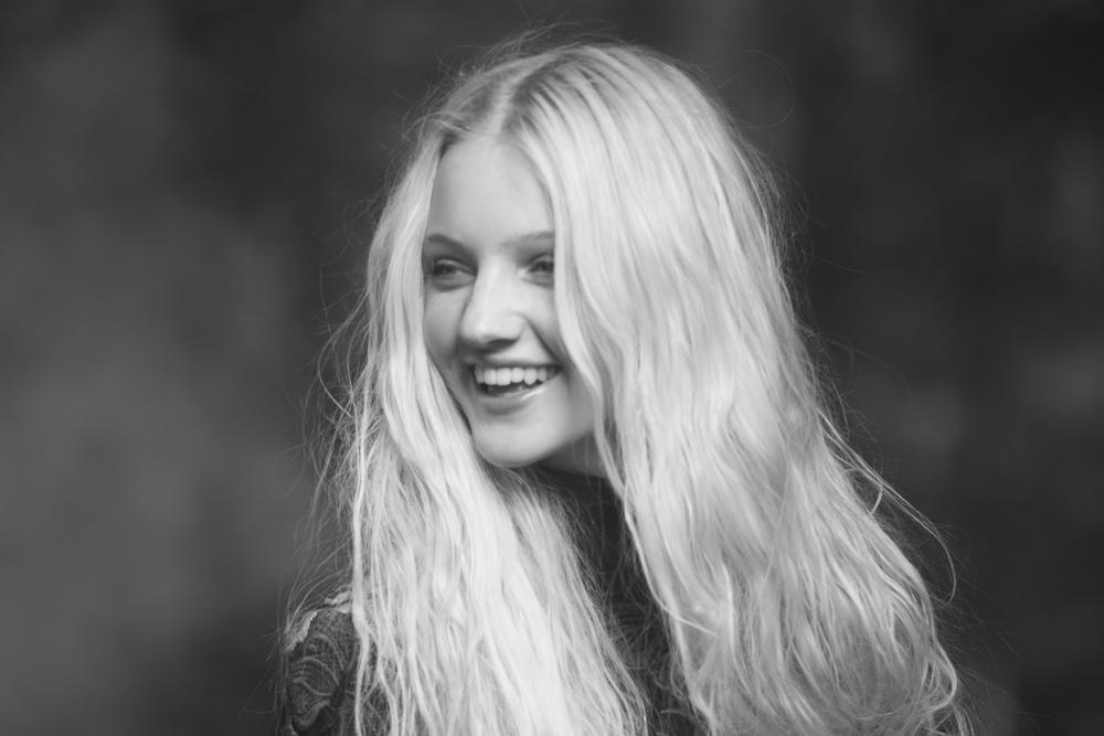 No Smiling - Sabine Cozijnsen