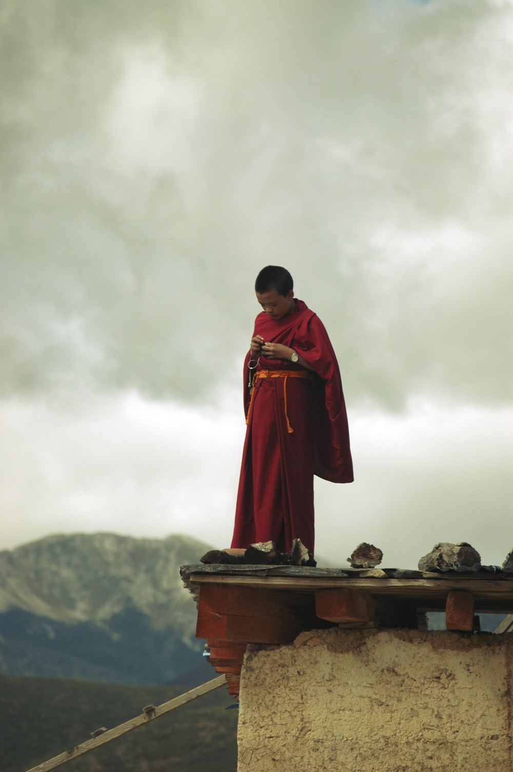 Yunnan monk on roof