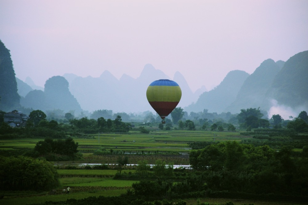 Landing ballon in Li River Valley