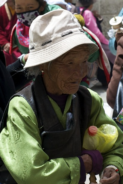 old woman in Lhasa