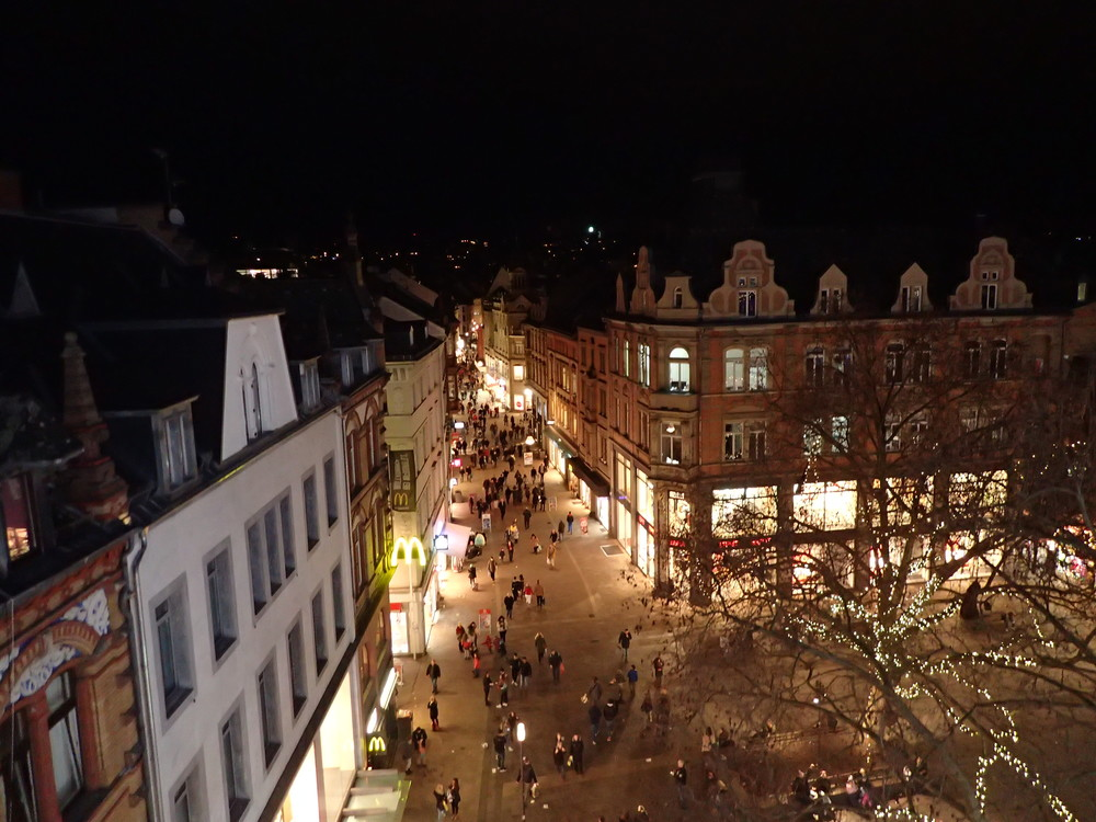 People doing the last Christmas shopping on December 23rd in Wiesbaden, as seen on a ferris wheel ride.