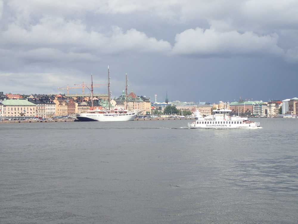 This part of Sweden at this time of the year, sometimes has an interesting color. Pale and dramatic at the same time. This is a view on the inner harbor of Stockholm, taken from the waterside.