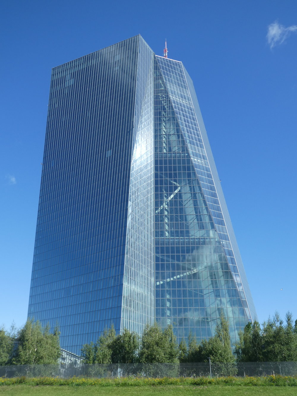 The building of the European Central Bank seen from the Main river side.