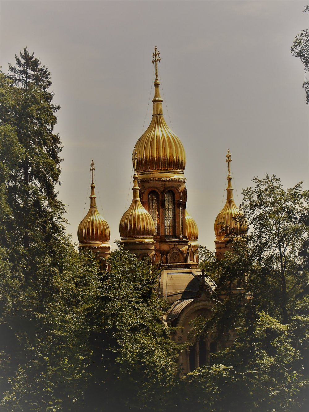 Russian orthodox church in Wiesbaden seen from the direction of Neroberg (21.05.2018)