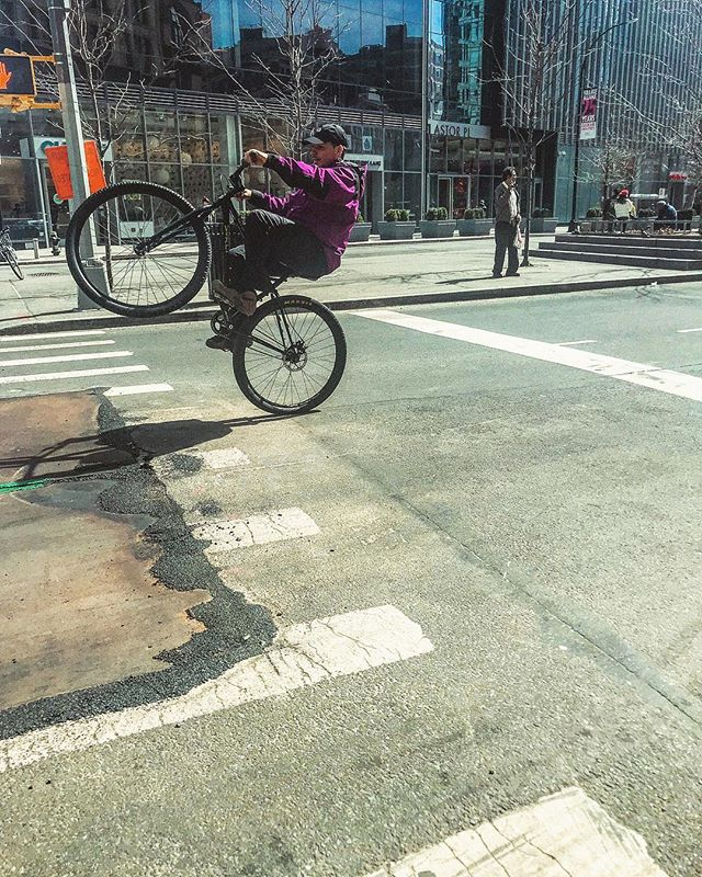 Eh, lucky shot.  #nyc #bikes #bmx #ny #streetphotography