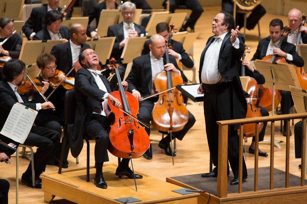 Boston Symphony Orchestra, Charles Dutoit conducting, with Yo-Yo Ma. Robert Torres photograph.