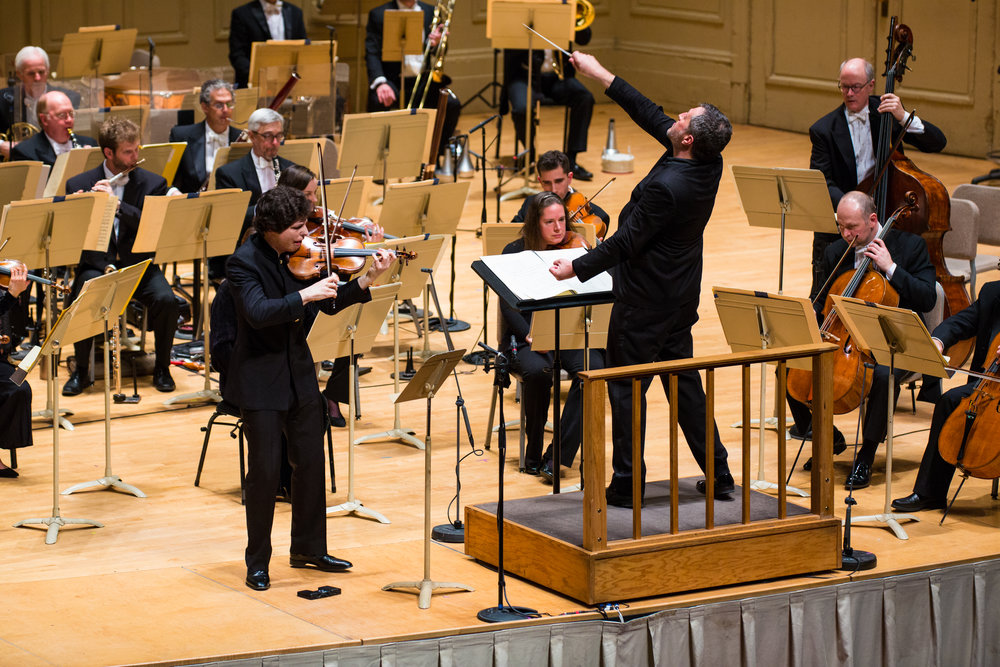 Soloist Augustin Hadelich plays the Ligeti violin concerto, with Thomas Adès conducting the Boston Symphony Orchestra, Jan. 25, 2018. Robert Torres photograph