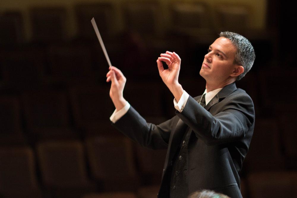 Chorus pro Musica director Jamie Kirsch. L. Granger photograph