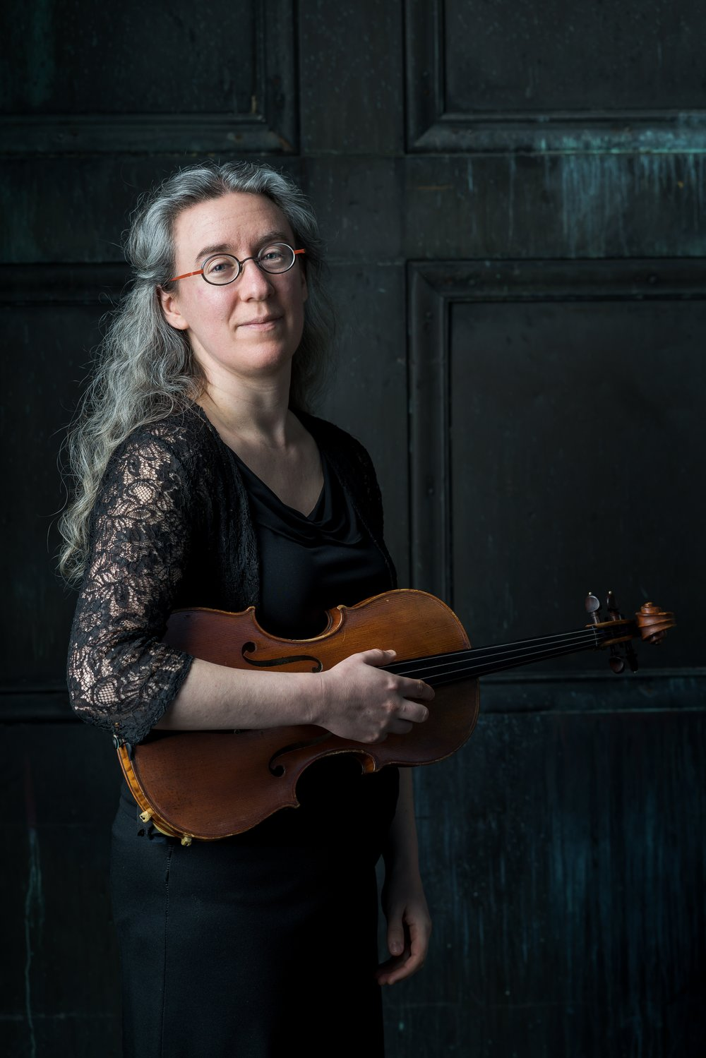 Sarah Darling, one of many players comfortable playing Baroque styles (with Boston Baroque, for example) or contemporary (with A Far Cry).
