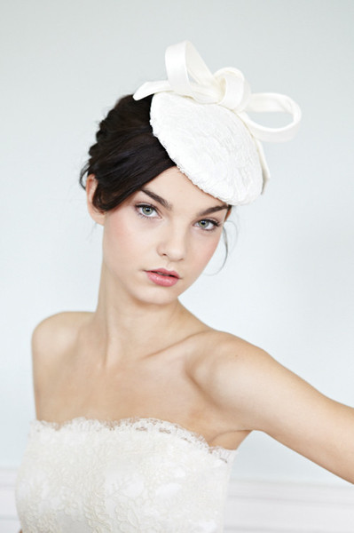02-awon-golding-millinery-bridal-audrey_grande.jpg