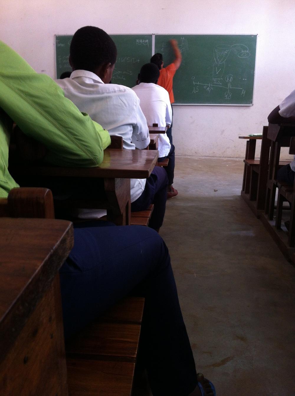 Aula sobre Maus Hábitos na Escola Comercial da Katembe