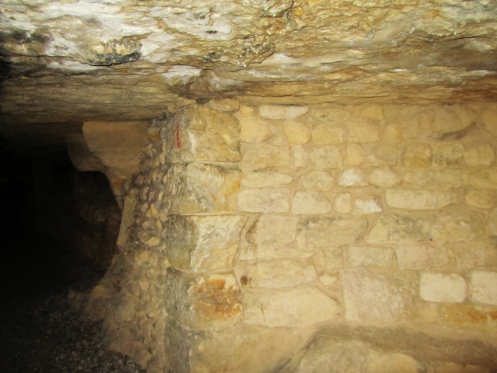 paris catacomb cave.JPG