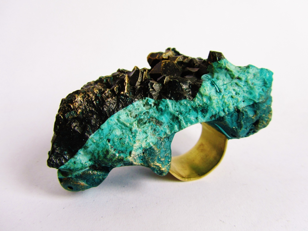 jade mellor Green Island Strata Double Ring Vogue.JPG