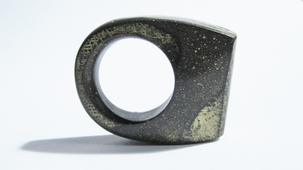 jade mellor hewn ring grey gold lustre Q-R 3.JPG