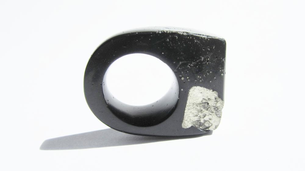 jade mellor hewn ring black pyrite cube gold caviar N 3.JPG