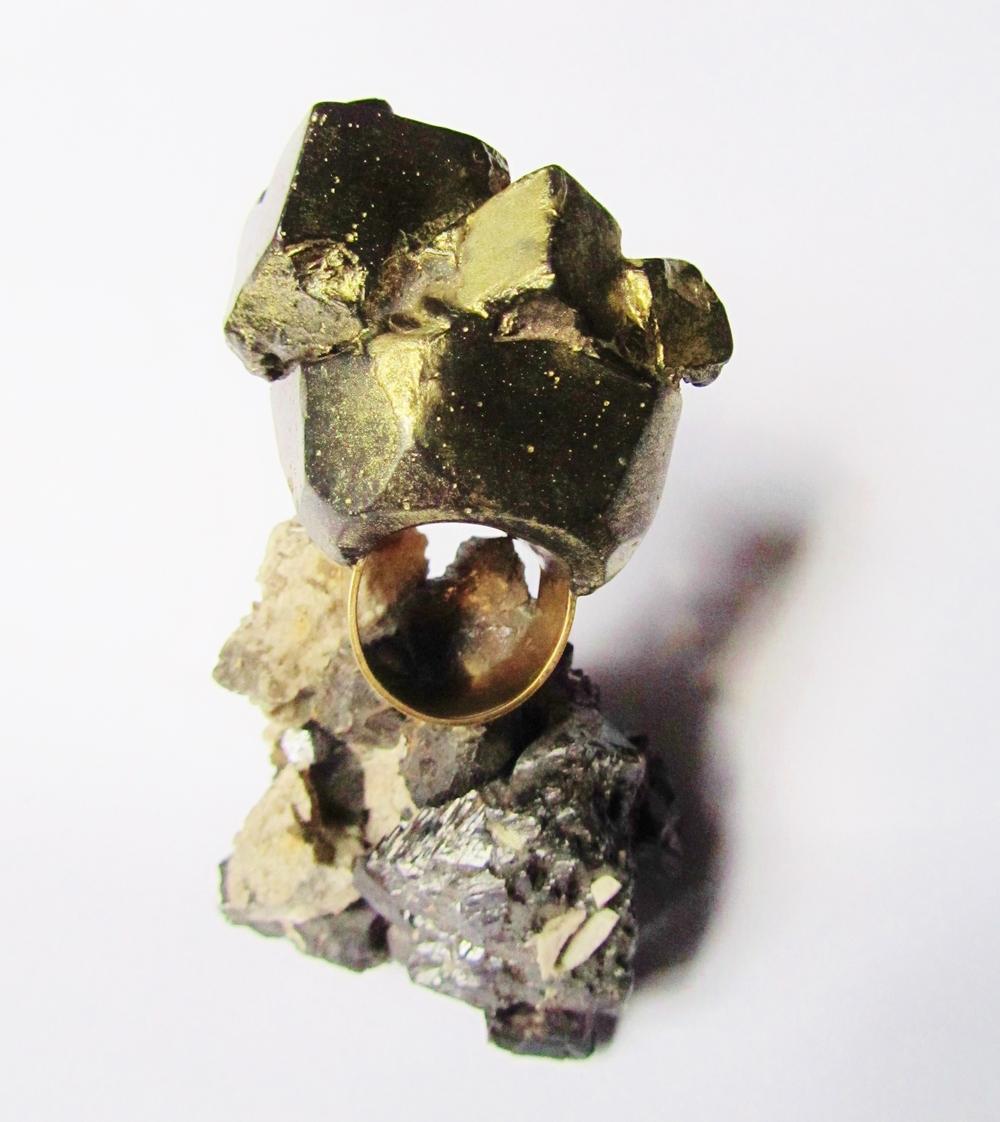 FOOL'S GOLD - EXPLORING PYRITE