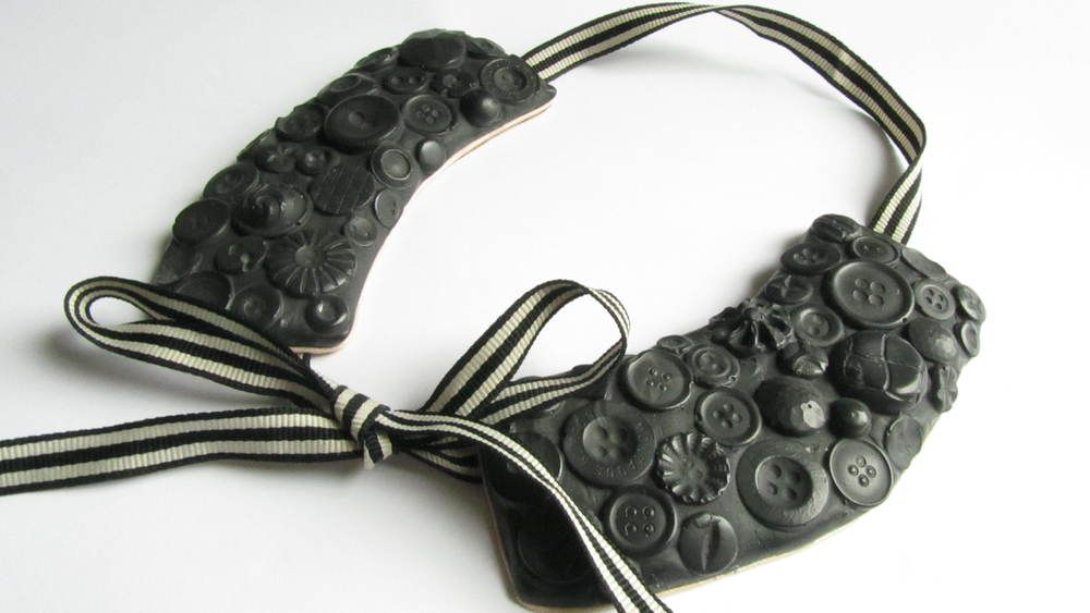 BUTTON DOWN COLLAR - Detachable collars were intended to make washing easier, often made from different materials like linen or even rubber-stiff collars were favoured before WWI. Attached to their clothes to