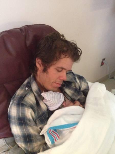 perez-hilton-and-son-child-father-birth-announcement(1)__oPt.jpg