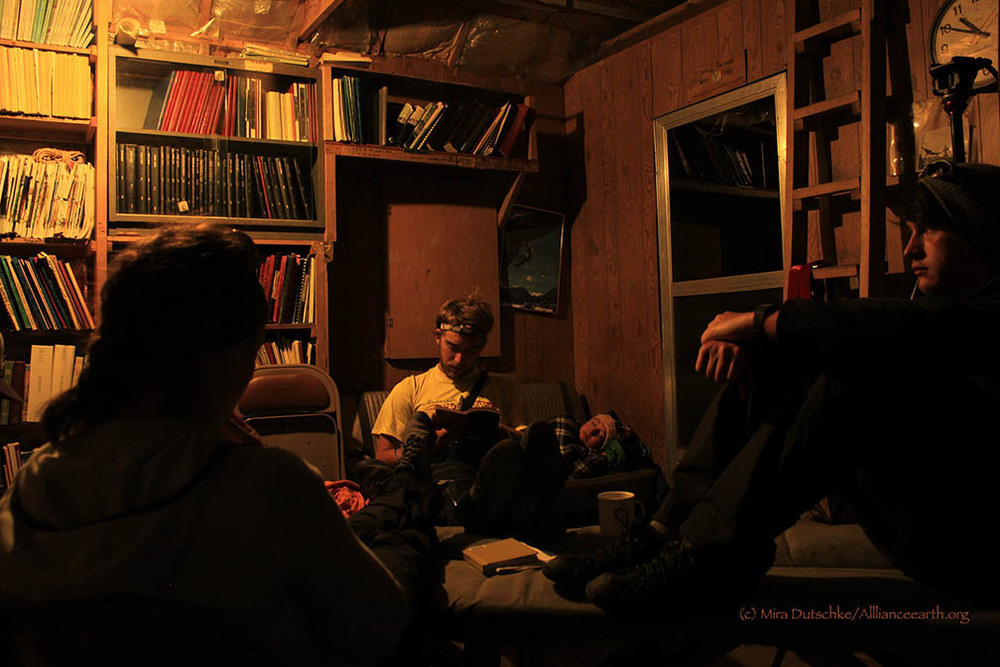 Alistair Morgan and Jon Doty read and relax in the Camp 17 library.  Photo:  Mira Dutschke