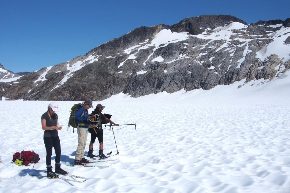 JIRP students Katherine, Lara and Elizabeth (from left to right) taking reflectance measurements. Photo: Allen Pope