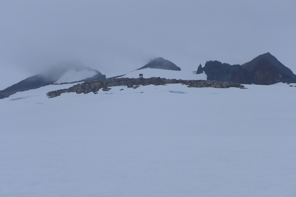 The dinky Camp 9 perched atop a lonely nunatak. Photo by author.