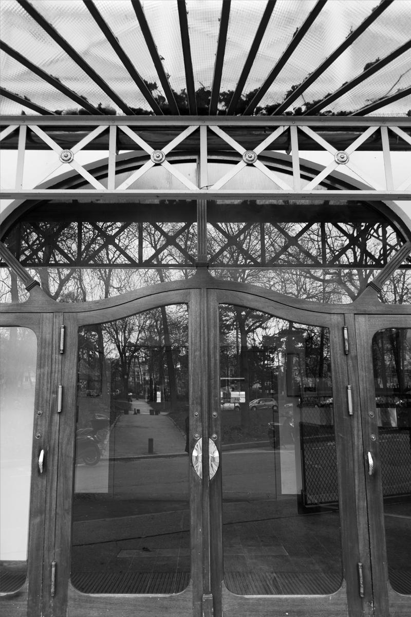 ELECTRIC NATURE - Un pavillon de la fin XIXème au bord de l'eau, entouré de verdure et à quelques mètres du métro