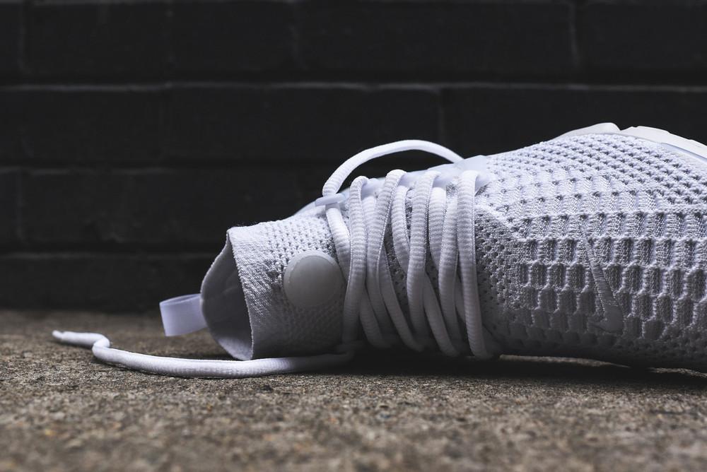 Nike_Flyknit_Prestos_835738_835570_-100_White_White__8_ae3a41b6-5acf-46f5-b29a-c6b6b238c8a2.jpg