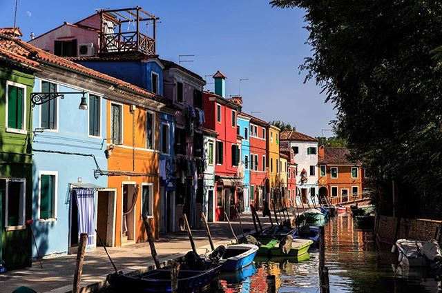 A little after midday in Burano, Italy #latergram #italy #italy_vacations #canal #venice #burano #canonphotography #canon6d
