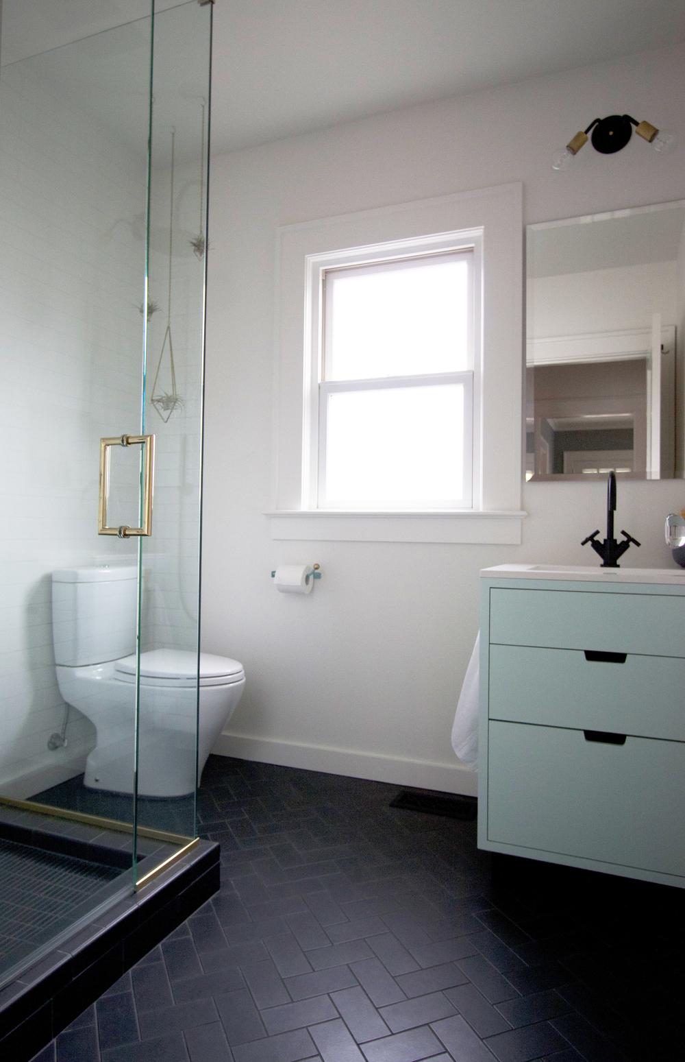 charcoal and mint modern bathroom