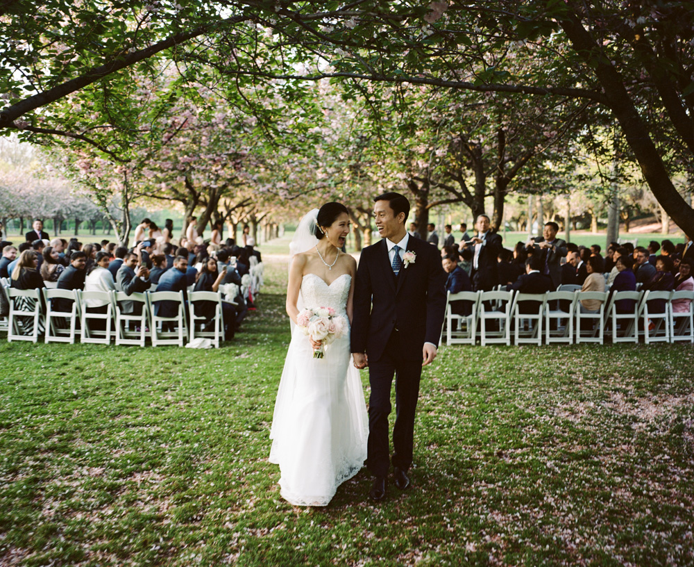 Jenn rony a brooklyn botanic garden wedding ash imagery brooklyn botanic garden wedding 1031g junglespirit Gallery