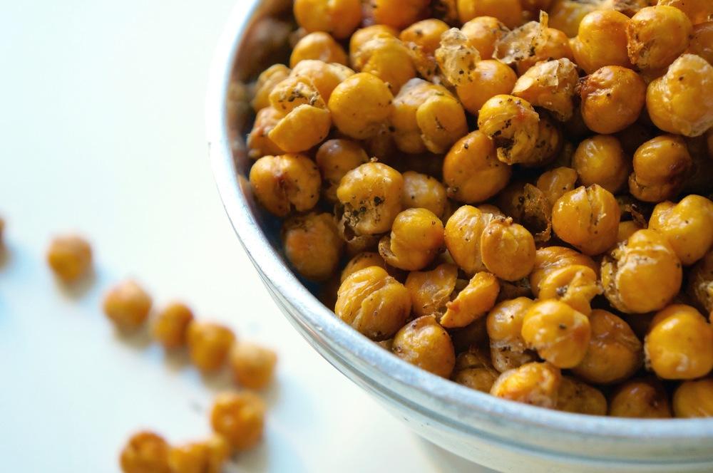 roasted chickpeas via sarahdigrazia.com