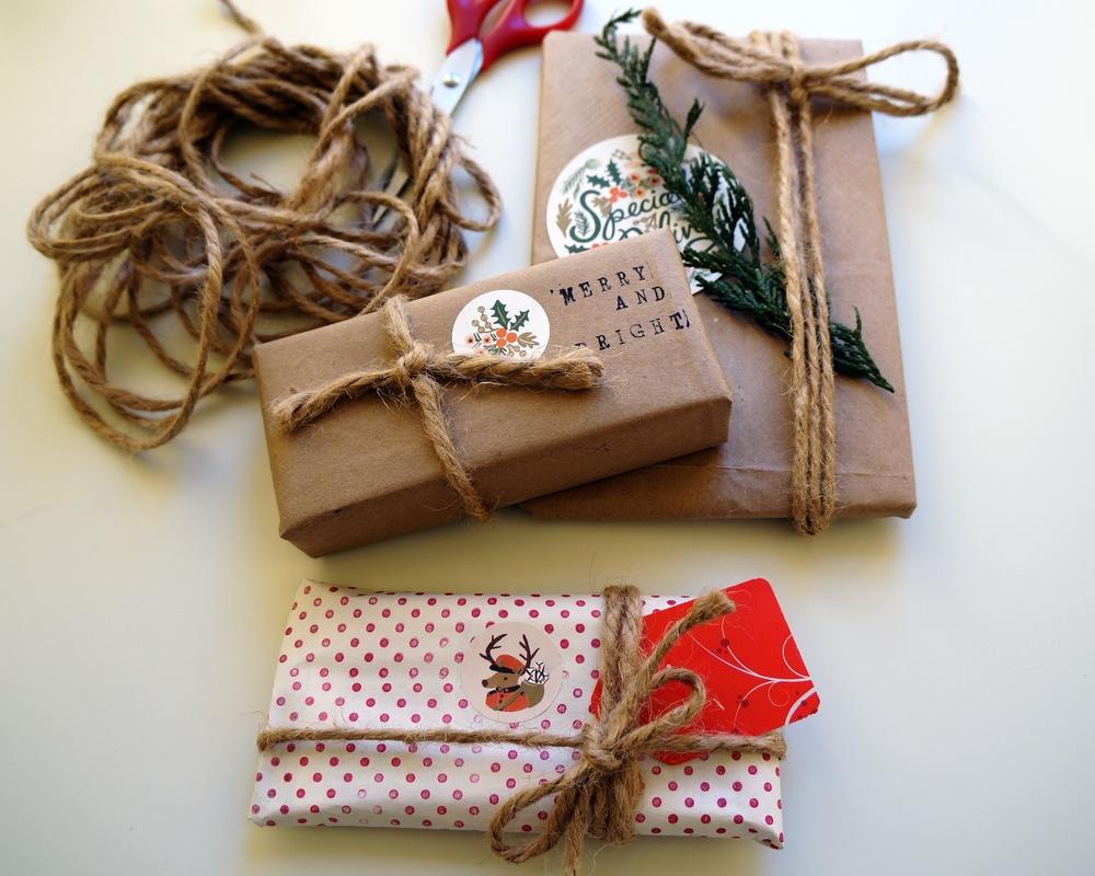 diy gift wrapping via sarahdigrazia.com