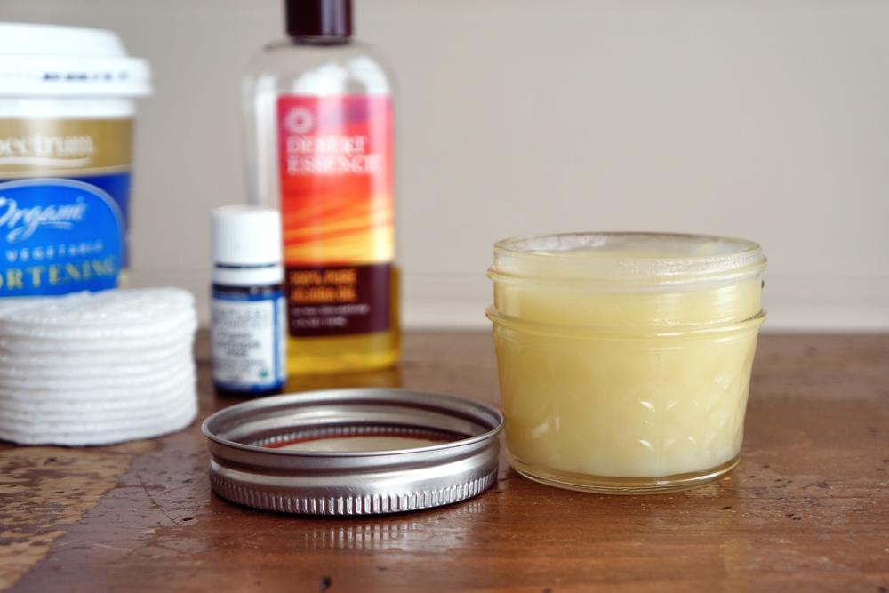 diy makeup remover via sarahdigrazia.com