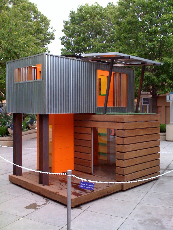 Legehus play house on pinterest play houses modern for Used kids playhouse