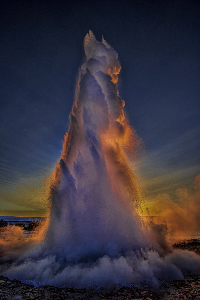 2_Geysir eruption_Clive Turner.jpg