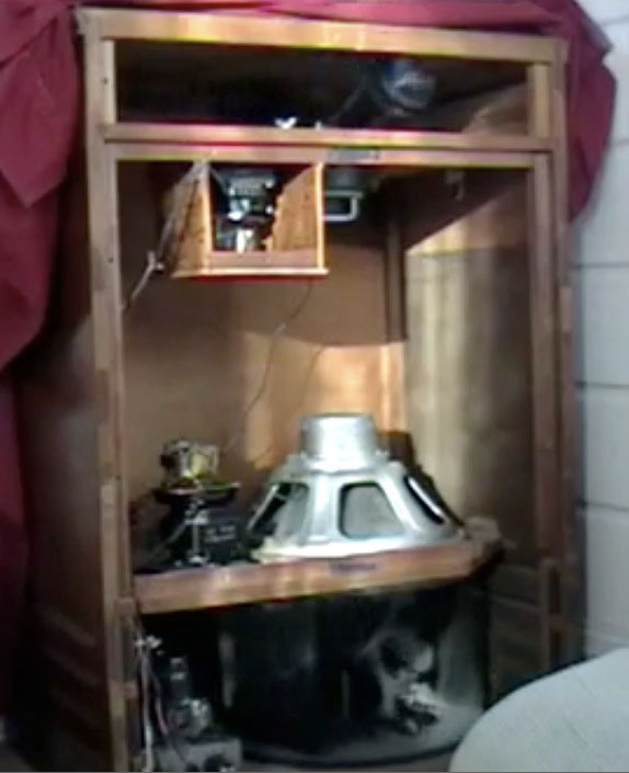 This is captured from a video, but it shows the inside workings of a Leslie 122 speaker.
