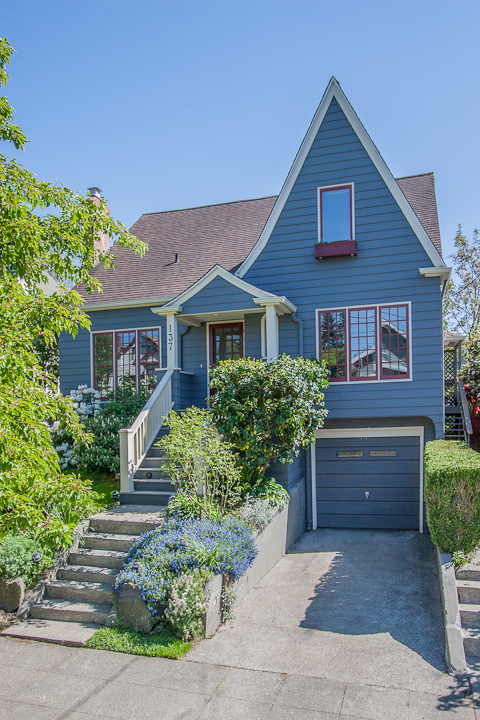 Listed in the summer time, this home sold in Green Lake for $900k before I could even get it on the market. Remodeled to the hilt, and in a prime Tangletown location.