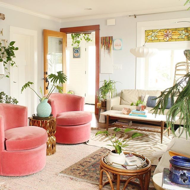 Pink chairs + plants. Because #ihavethisthingwithpink and #ihavethisthingwithplants 💗🌿It me. #homemagic