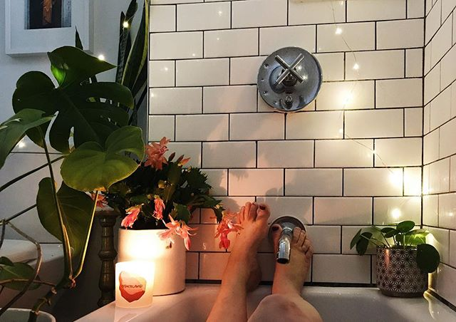 I spent over an hour here today listening to Mac Miller while I meditated in an attempt to open my chakras. Bodhi who??? #humblebrag #homemagic • • • • #designsponge #bathroomdecor #plantsofinstagram #mood #itsavibe #plantmagic #houseplantclub #chickswithplants #girlswithplants #raiseyourvibe #raisethevibrashe #dontcarethanks