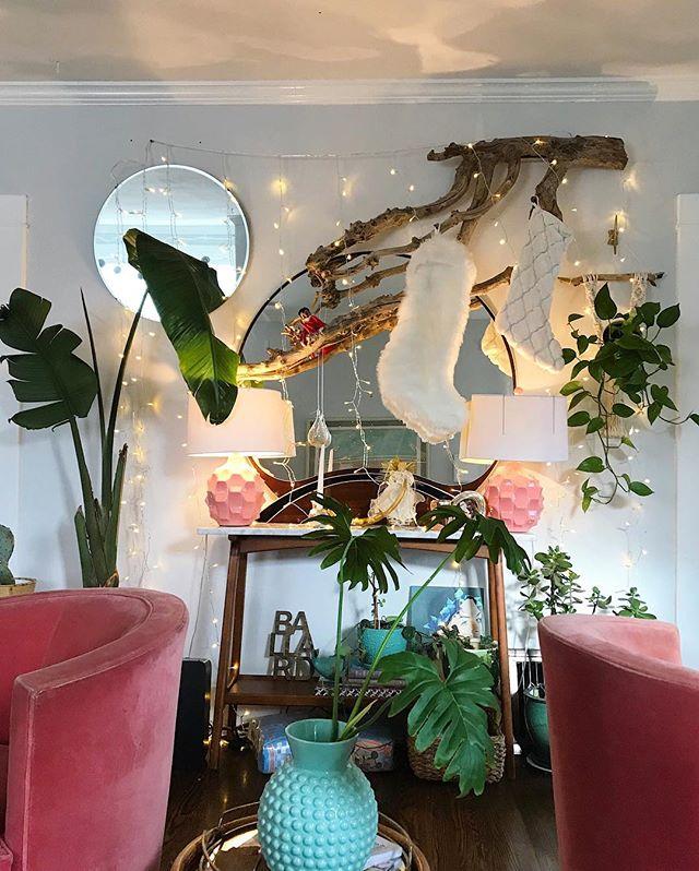 Holiday branch wall= Big Mood. 💓🌿🎄 • • • • • #homemagic #holidaydecor #pinkandwhitechristmas #christmasdecor #ihavethisthingwithpink #ihavethisthingwithplants #jungalowstyle #houseplantclub #plantsmakepeoplehappy