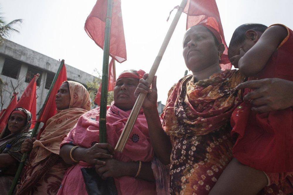 Arbeidere i Bagladesh i demonstrasjon for bedre arbeidsvilkår. Bildet er hentet fra Clean Clothes Campaign sine sider.